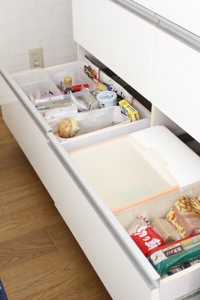 食品ストックは分散することでスペースを確保!一カ所一種類の分類で管理も楽ちんに