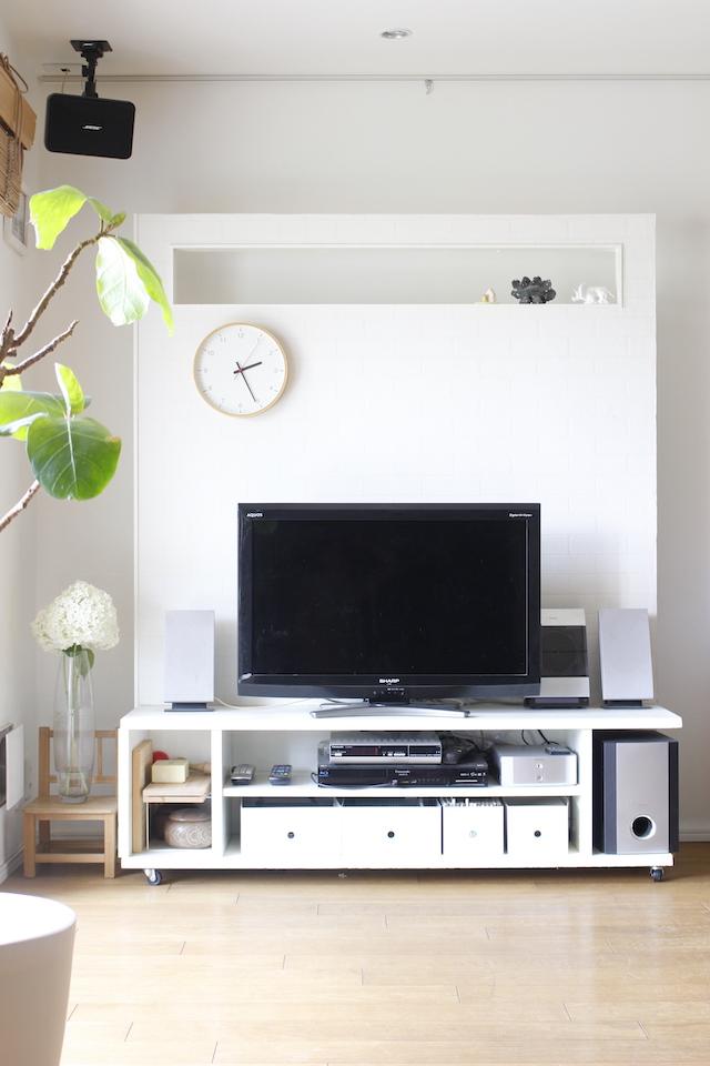 大きなテレビ台は圧迫感あり? テレビ収納以外にも壁や間仕切りに使えるDIYテレビボード