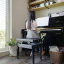 子どもが自主的に練習できる! ピアノのまわりの収納はエリア分けで解決