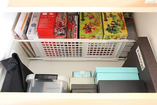 おもちゃの箱が捨てられない…。かさばる空き箱はデッドスペースの活用で無理なく保管