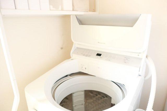 ランドリーラックが置けない?! 洗濯機のフタが開閉できない失敗を棚の向きを変える工夫で解決