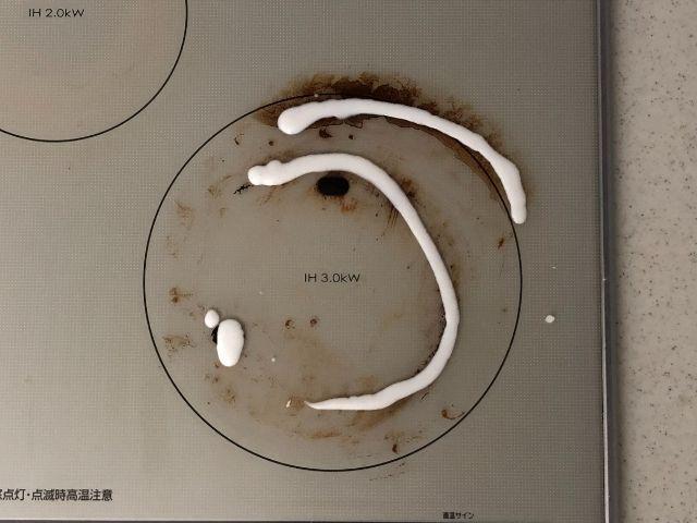 キッチンの脂汚れや焦げ落としは、道具に頼る、面白さをプラス、調理の熱を利用で解決!