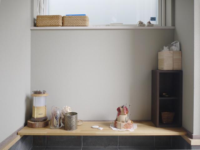 玄関の飾り棚に何を飾る? 実用性とインテリアのバランスで厳選した4つのもの